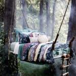 Или просто можете да закачите леглото си на две дъ
